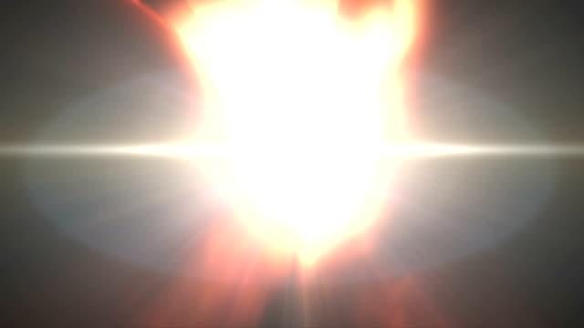 Mani di apertura con raggi di luce. HD