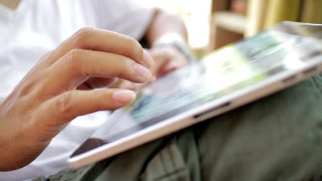 Hände mit digitalen tablet, Nahaufnahme