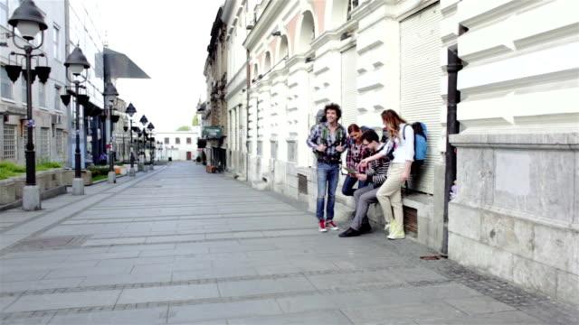 HD: Happy Wanderer in der Stadt.