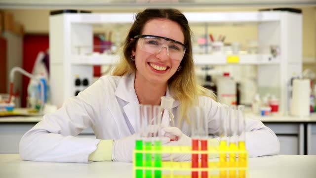Happy Chemie Student