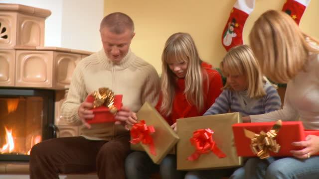 HD DOLLY: Happy Christmas