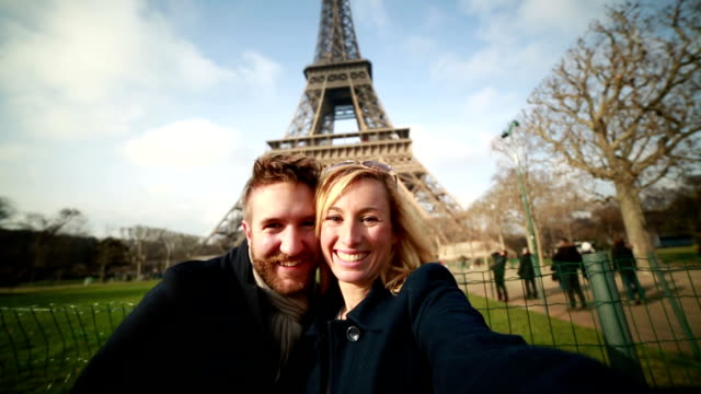 Happy couple in Paris taking selfie-Eiffel tower