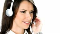 Happy customer support-Telefon-Betreiber arbeiten, auf Weiß
