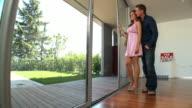 HD DOLLY: Happy neue Hausbesitzer