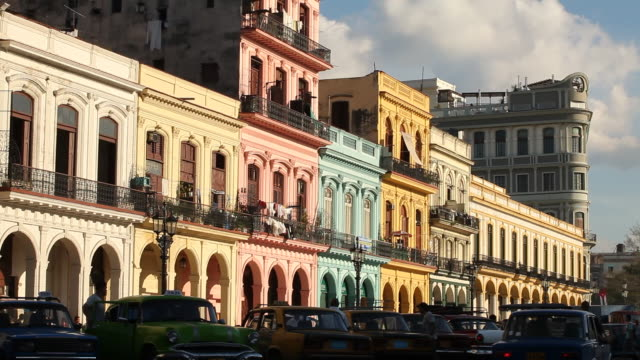 WS, havana buildings w/ Vintage American cars driving by, Cuba
