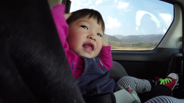Have car movement girl is sitting in the child seat