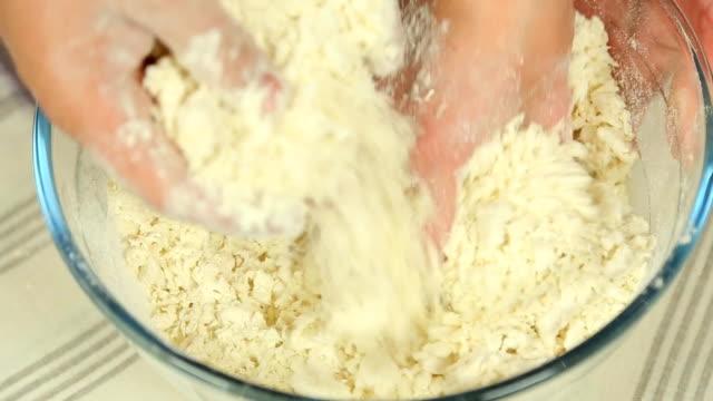 hd: Mixing dough
