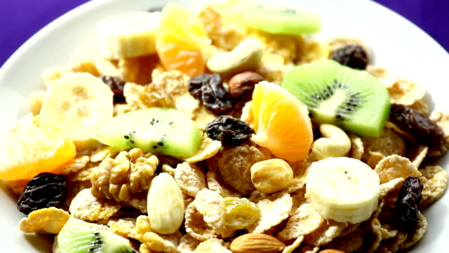 HD1080p30:Spinning plate with cereal flakes, nuts and raisins