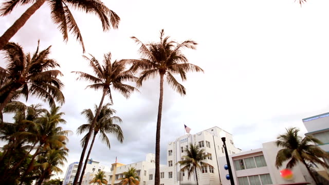 Hd:Art-deco hotels and restaurants in South Beach