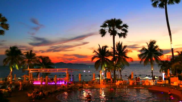 HD: Beach-party nach wunderschönen Sonnenuntergang. (Timelapse)