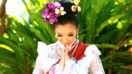 HD:Beautiful Thai women show Thailand's greeting style.