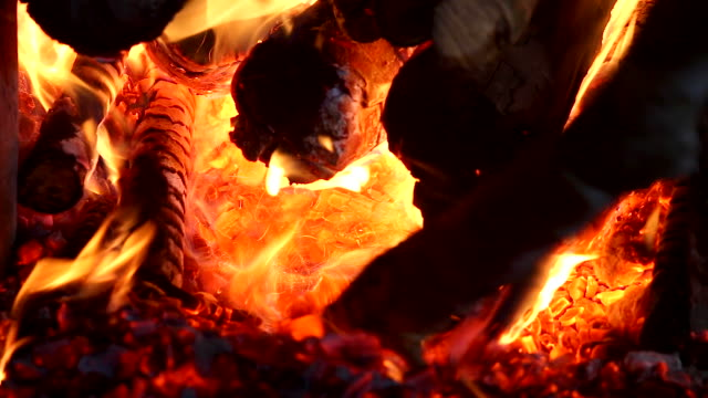 HD: verbrennen im Kamin.