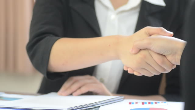 HD:Business meeting and check hand for accept agreement