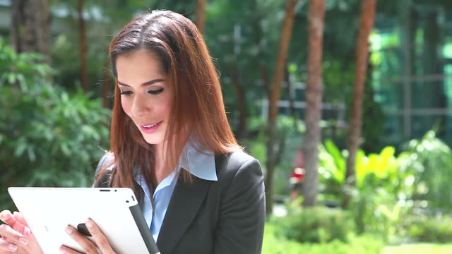 HD:Businesswoman working with digital tablet