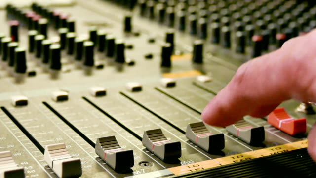 HD:Close-up Live Mixing Desk