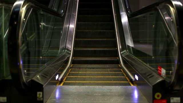 HD:Empty escalator.