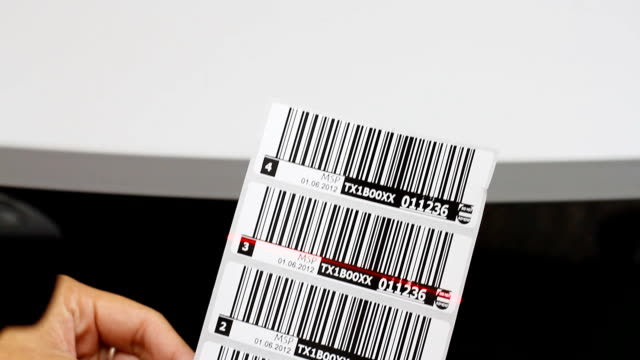 HD:Hand holding a handheld and read the barcode.