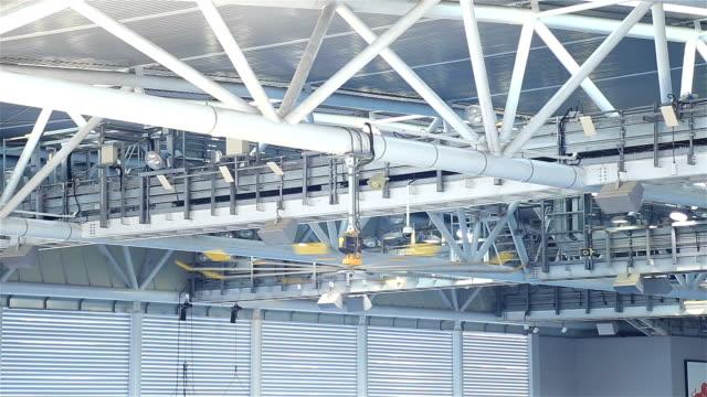 HD: grote ventilator in het gebouw