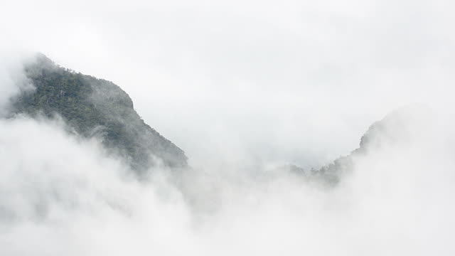 HD:Mountain in de mist