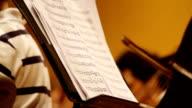 HD: nota di una canzone per violincello giocatori.