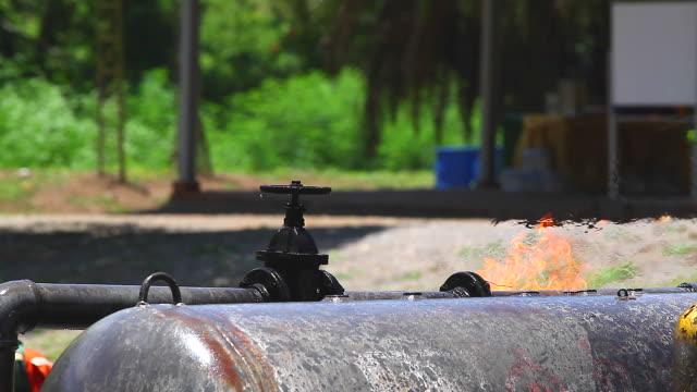 HD:Oil uit de tank lekt.