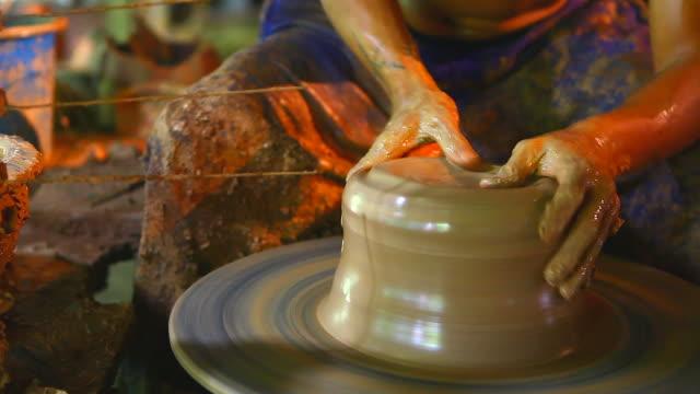 HD:Pottery handmade.