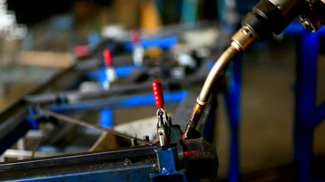 HD:Robot arm welding.