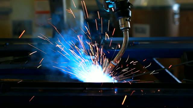 HD:Robotic arm welding in factory.(Panning)