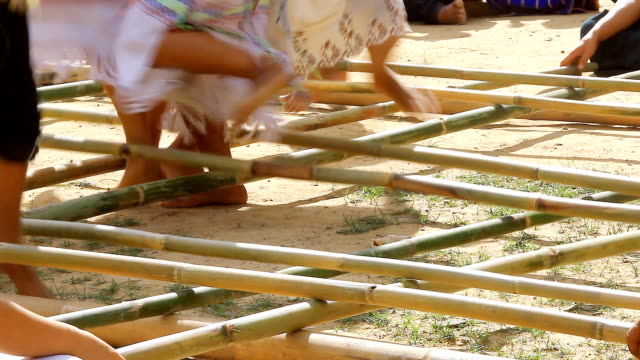 HD:Traditional karen dance with bamboo stick.(Original sound)