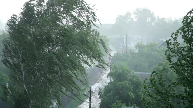 Starkem Regen und Wind
