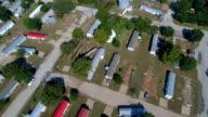Hoge luchtfoto Drone weergave van devistation, huizen ontbreken, een aantal gegaan, enkele volledig verwoest in La Grange, Texas kleine stad Gulf Coast schade zone van Orkaan Harvey Path of Destruction.