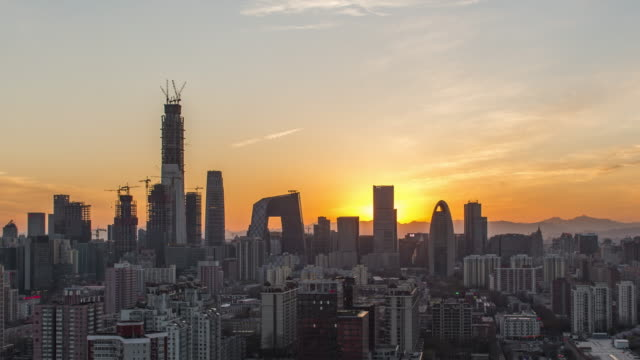 T/L HA PAN High Angle View of Beijing Skyline bei Sonnenuntergang / Peking, China