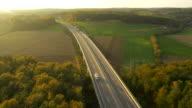 Aerea autostrada nella campagna