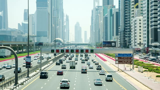HD: Highway traffic in Dubai