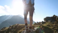 Wanderer Spaziergänge entlang schmalen summit ridge Wappen