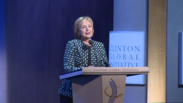 Hillary introduces her husband and President Obama with some amusingly pointed remarks then 42 44 walk on stage Hillary Clinton returns to limelight...