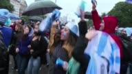 Hinchas argentinos euforicos festejaron en Buenos Aires el sabado su pase a semifinales despues de vencer a Belgica por 10 y ya imaginan a su...