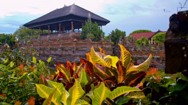 SLO MO Tempio indù a Bali