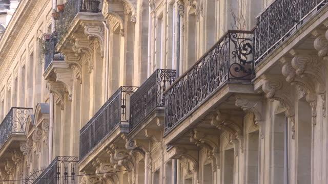 Historic cast iron balconies old town bordeaux video stock for Quotazione ferro vecchio in tempo reale