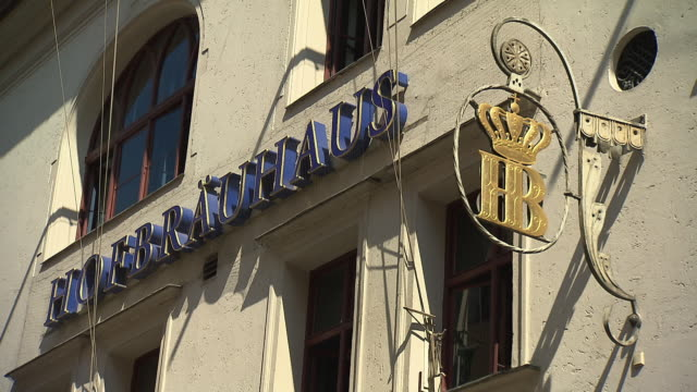 Hofbräuhaus, sign with 'HB' and 'Hofbräuhaus', panning shot