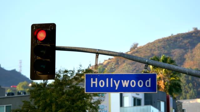 Hollywood Boulevard Straßenschild und Ampeln in 4k