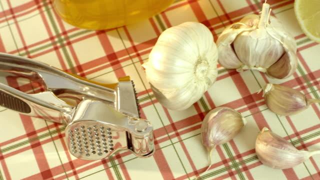 Honey, garlic and lemon