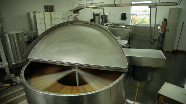 Honey is projected onto the walls of the tank to be filtered
