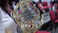 Horn-Spieler im symphony orchestra