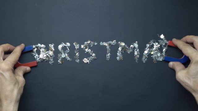 Hoefijzer magneet In menselijke Hand schrijven tekst kerst met metalen Clockworks op Blackboard
