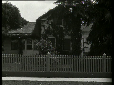 B/W house with ivy and picket fence / 1920's / No SOUND