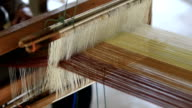 How to weave traditional
