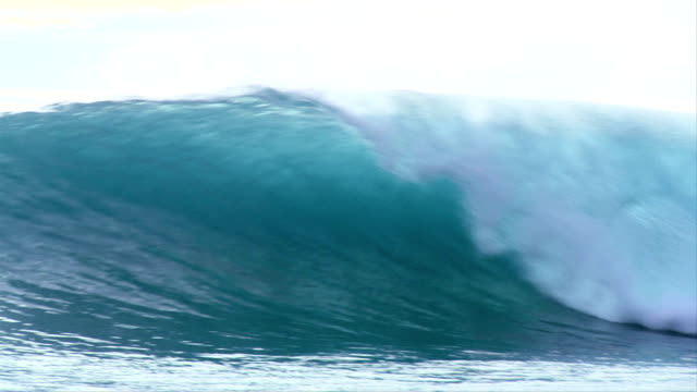 Huge 20 foot wave breaking in Indonesia, slow motion