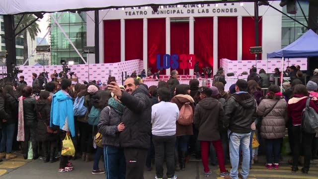Hundreds of Chileans gathered outside a theater in Santiago for the preview of The 33 a Hollywood film based on the true story of 33 Chilean miners...
