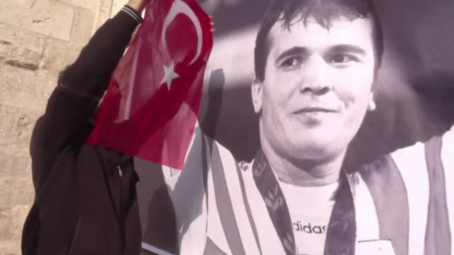 Hundreds of people attended the funeral of three time Olympic weightlifting champion Naim Suleymanoglu in Istanbul on Sunday